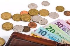 Примечания и монетки в валюте Новой Зеландии Стоковая Фотография