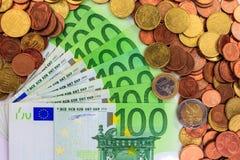 Примечания и монетки евро Стоковое Изображение