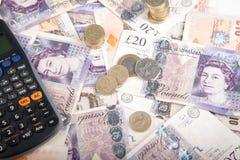 Примечания и монетки фунта Стоковые Фотографии RF
