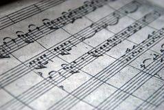 Примечания предпосылки нот музыкальные с селективным фокусом стоковое фото rf