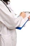 Примечания сочинительства доктора на доске сзажимом для бумаги Стоковые Фотографии RF