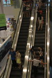 Примите клиентов лифта в ШЭНЬЧЖЭНЕ Стоковое Фото
