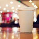 Примите отсутствующий космос экземпляра кофейной чашки пустой пустой для вашего текста дизайна Стоковое Фото