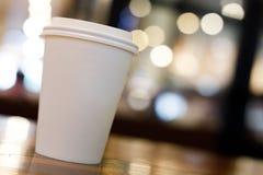Примите отсутствующий космос экземпляра кофейной чашки пустой пустой для вашего текста дизайна Стоковая Фотография RF