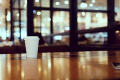 Примите отсутствующий космос экземпляра кофейной чашки пустой пустой для вашего текста дизайна Стоковая Фотография