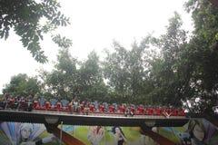 Примите совершенный шторм туристов в земле удовольствия в ПАРКЕ ШЭНЬЧЖЭНЯ ZHONGSHAN Стоковое Изображение