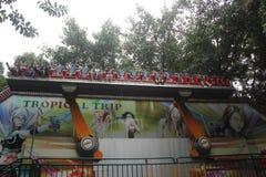 Примите совершенный шторм туристов в земле удовольствия в ПАРКЕ ШЭНЬЧЖЭНЯ ZHONGSHAN Стоковые Изображения RF