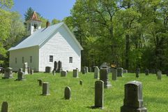 Примитивная баптистская церковь в бухте Cades закоптелых гор, TN, u Стоковая Фотография RF