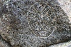 Примитивные диаграммы на камнях базальта стоковые фото