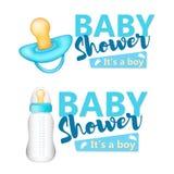 принесенный младенцем ливень карточки мальчика новый Оно ` s текст мальчика с голубым реалистическим bottl младенца Стоковая Фотография