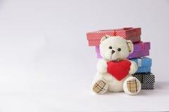 Принесите игрушку с подарочной коробкой для рождества на белом backg Стоковые Изображения