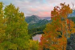 принесите национальный парк горы озера утесистый Стоковая Фотография