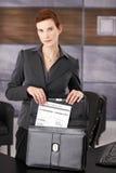 принимать документа коммерсантки портфеля Стоковое Изображение RF