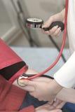 принимать кровяного давления Стоковые Изображения