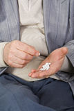 принимать лекарства Стоковые Фотографии RF