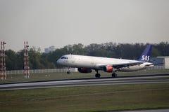 Принимать скандинавских авиакомпаний SAS плоский от авиапорта Мюнхена, MUC стоковое изображение rf
