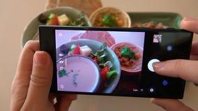 Принимать фото еды здорового vegeterian блюда Органическая этичная кухня сток-видео