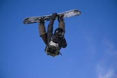 принимать snowboarder скачки воздуха большой Стоковая Фотография RF