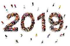 Приносить в Новый Год Большая группа людей формируя форму 2019 празднуя концепцию Нового Года на белой предпосылке иллюстрация штока