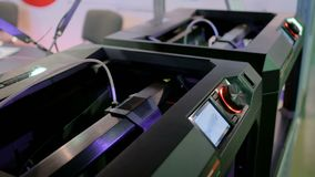 принтер 3D во время работы видеоматериал