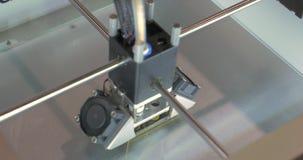 принтер 3D печатает правителя школы