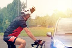Принуждать полосу отчуждения на дороге стоковые фото