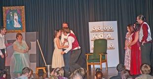 Принца очаровывать поцелуи Золушка стоковая фотография rf