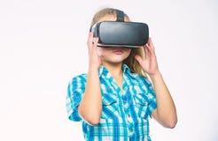 Принципиальная схема виртуальной реальности Ребенк исследует современную виртуальную реальность технологии Ребенок девушки милый  стоковая фотография