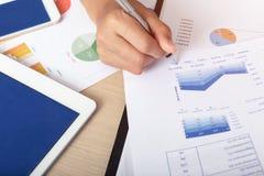 Принципиальная схема дела и финансов Работа с re обработки документов анализа Стоковое фото RF