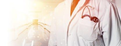Принципиальная схема медицинского соревнования и медицины Доктор С Стетоскоп В Клиника стоковое фото