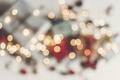 принципиальная схема рождества веселая запачканные света и настоящие моменты с orname Стоковые Фото