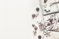 принципиальная схема рождества веселая стильные современные настоящие моменты с орнаментами Стоковая Фотография RF