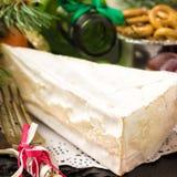 Принципиальная схема рождества Изысканные бри сыра и tangerines камамбера Стоковое фото RF