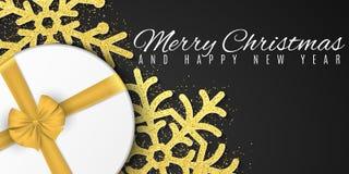 Принципиальная схема рождества Крышка для календаря Снежинки яркого блеска золота, подарочная коробка Рекламировать плакат праздн стоковые изображения