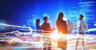 принципиальная схема соединяя сыгранность головоломки партнерства 4 рук Стоковая Фотография