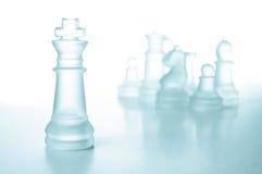 Принципиальная схема успеха и водительства, стеклянный король шахмат Стоковое Изображение
