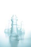 Принципиальная схема успеха и водительства, стеклянный король шахмат Стоковое фото RF
