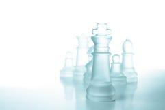 Принципиальная схема успеха и водительства, стеклянный король шахмат Стоковые Изображения
