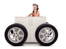 Принципиальная схема мобильного офиса с маленькой девочкой на телефоне Стоковые Изображения RF