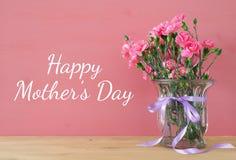 Принципиальная схема дня матерей Букет цветков гвоздики Стоковое Фото