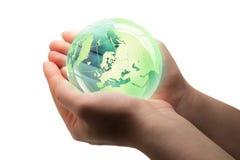 Стеклянный глобус в траве Стоковые Фото