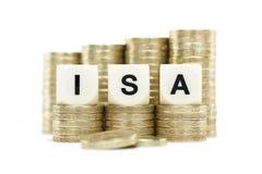 ISA (индивидуальный сберегательный счет) на золотых монетках на белом backgrou Стоковая Фотография