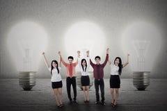 Успешная команда с блестящей идеей стоковая фотография