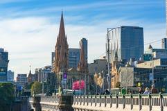 Принцы Мост и собор St Pauls против bui Мельбурна CBD Стоковая Фотография RF