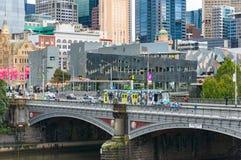 Принцы Мост с трамвайной линией и людьми Стоковое Изображение RF