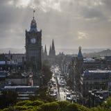 Принцы Улица и Balmoral Эдинбург стоковые изображения rf