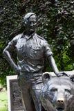 Принцы Улица Garde Edinburghs статуи медведя солдата и солдата стоковое изображение rf