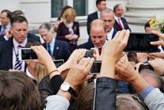 Принц Вильям среди толп в Варшаве Стоковое фото RF