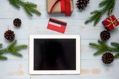 Приобретение и подготовка электронной коммерции на счастливый Новый Год и праздники Xmas стоковое фото