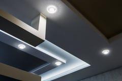 Приостанавливанная конструкция потолка и гипсокартона в украшении Стоковое фото RF